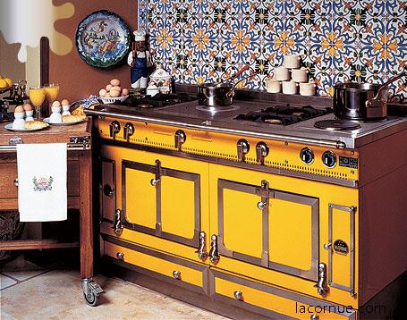amenajare bucatarie_galben_placi ceramice colorate_Arts and Crafts