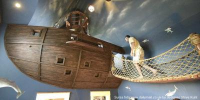 amenajare camera copii_albastru_navy_esente lemnoase